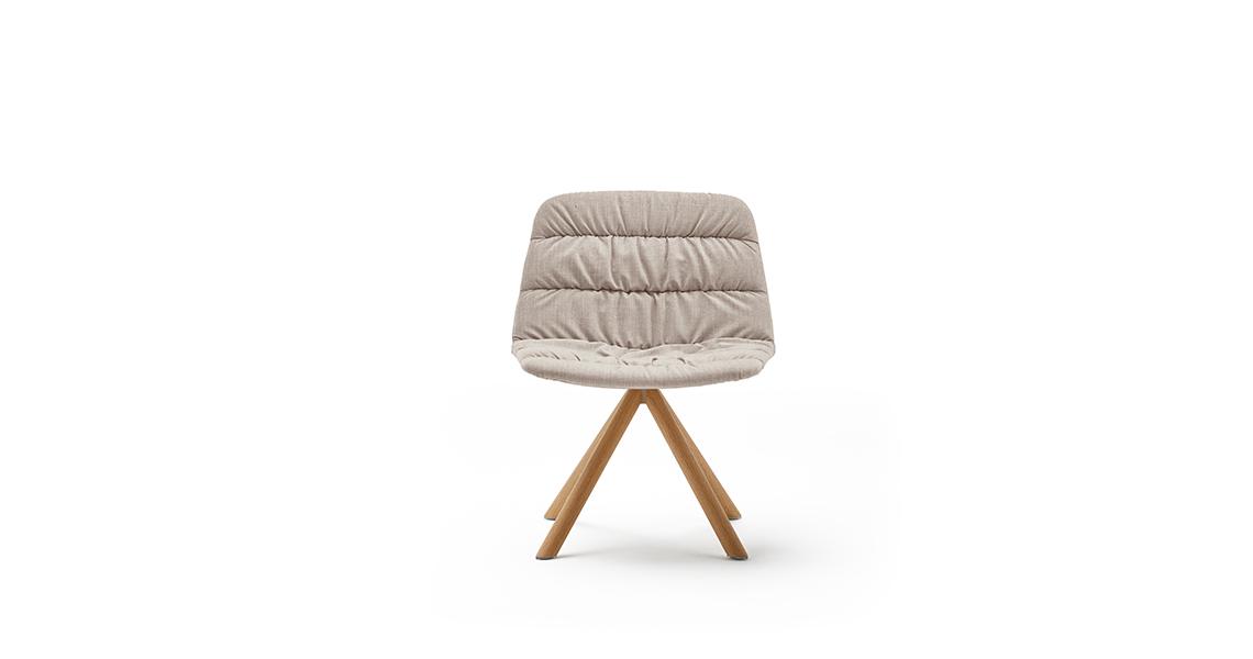 Maarten Armchair Wooden Swivel Base w. Soft Upholstery